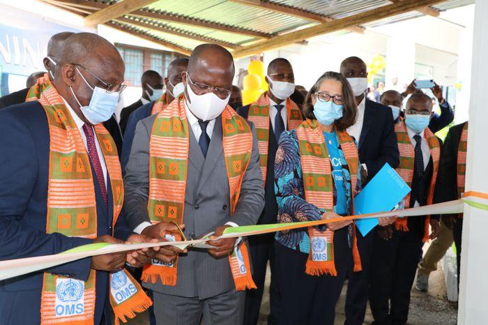 APA - L'OMS et l'Unicef qui ont renforcé le dispositif de formation en ligne (e-learning) de l'Institut national de Santé publique de Côte d'Ivoire et de 113 districts de santé du pays, ont remis vendredi au ministre de tutelle des salles multimédias équi